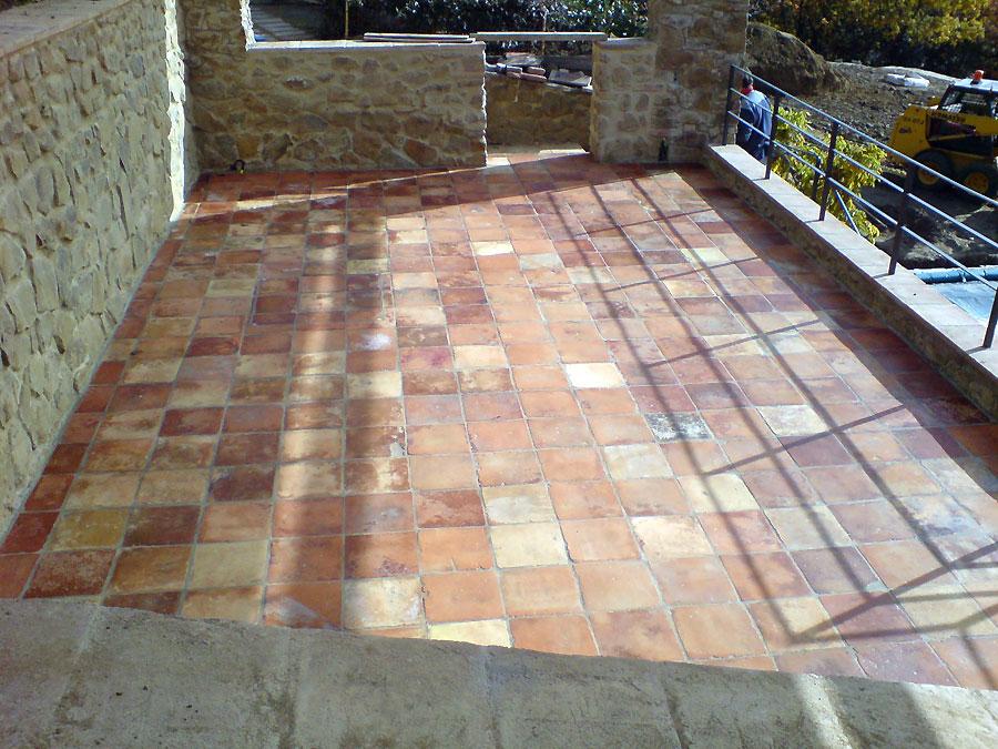 Terracotta platten terrasse for Bad gestaltungsmoglichkeiten